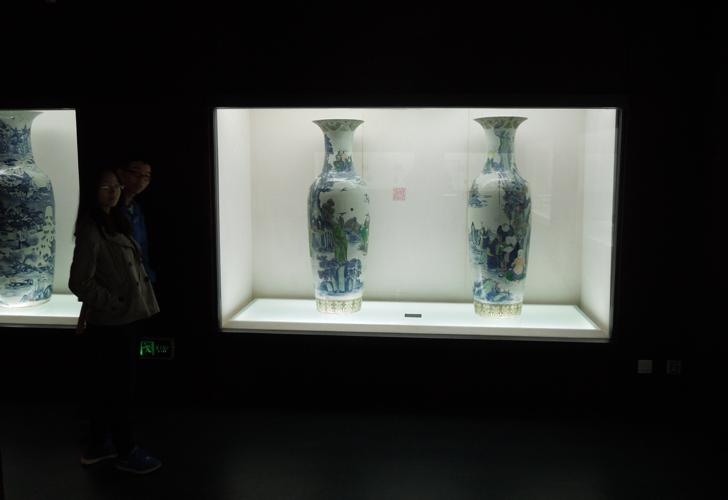 Exhibition of huge Vases in the Three Gorges Museum